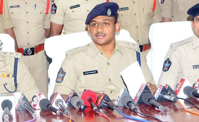 Police Held Two Mans In Couple Murder Case In Anantapur - Sakshi