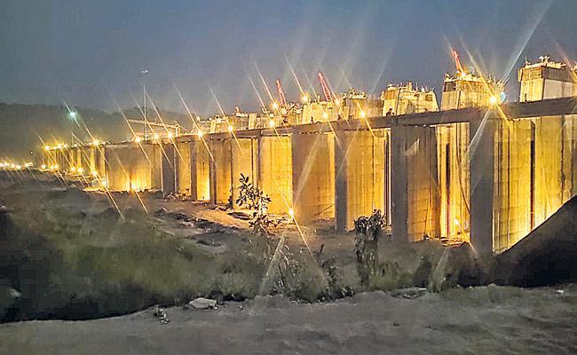 Sammakka Barrage Works At Tupakulagudem - Sakshi