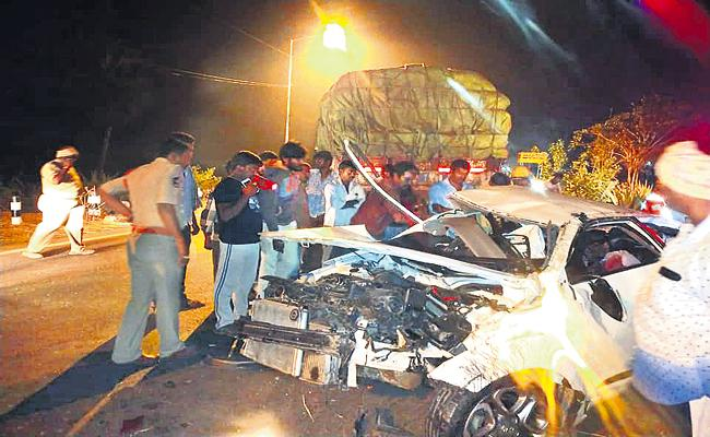 Road Accident In Annavaram Killed Two People - Sakshi