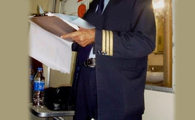 Fake TC Demanding Money In Bhagyanagar Express Train - Sakshi