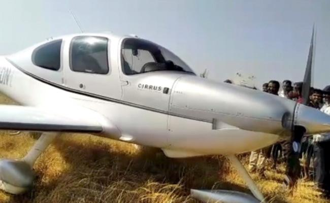 Jet Flight Emergency Landing In anantapur - Sakshi