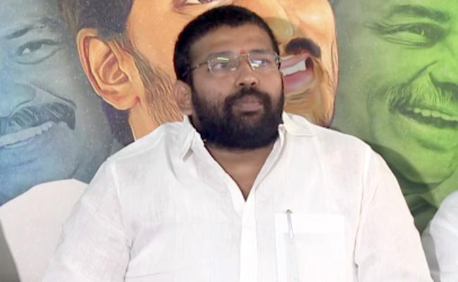 Jakkampudi Raja Slams On Chandrababu And Lokesh Over CRDA - Sakshi