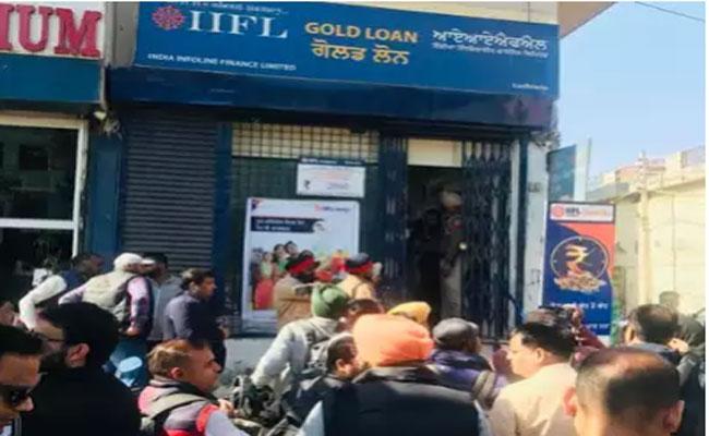 5 Rob 30 Kg Gold Robbed In Ludhiana - Sakshi
