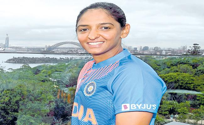Will Miss Jhulan Goswami, Mithali Raj Experience In T20 World Cup 2020: Harmanpreet Kaur - Sakshi