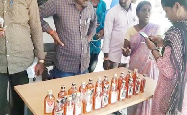 Woman Police Catched Alcohol Smuggling Gang in East Godavari - Sakshi
