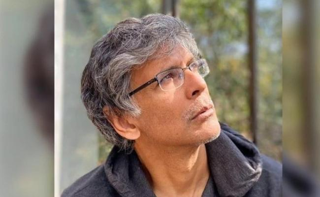 Milind Soman Pours His Heart Out In Emotional Post For His Dad - Sakshi