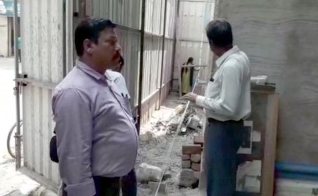 ACB Taken Serious Action On Illegal Construction In Vijayawada - Sakshi