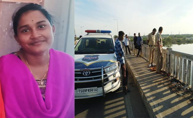 Daughter Commits Suicide While Father Death in Peddapalli - Sakshi