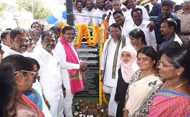 Pocharam Srinivas Reddy Inaugurated Double Bedroom Houses IN Wanaparthy - Sakshi