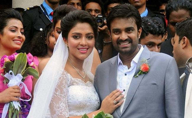 Amala Paul Father In Law Sensational Comments On Dhanush - Sakshi