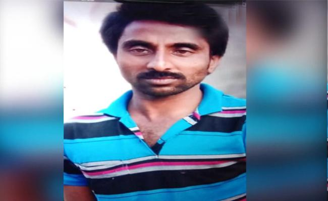 Lorry Driver Murdered In Kakinada At East Godavari - Sakshi