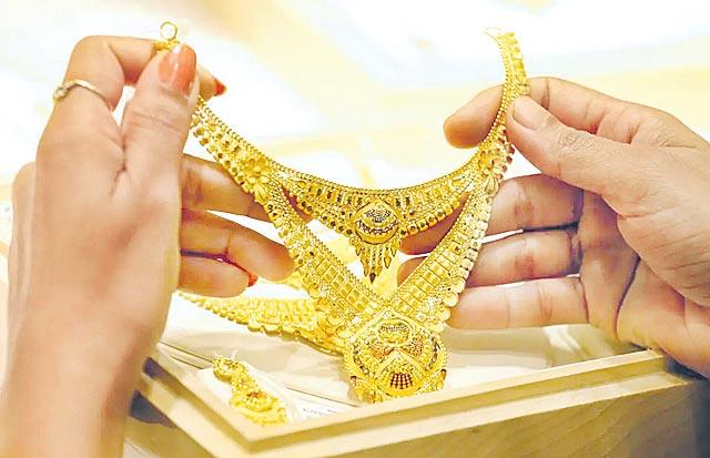 Gold price so high On Covid effect - Sakshi