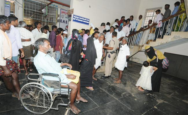Sarvajana Hospital Staff Negligence on Sadaram Camp - Sakshi