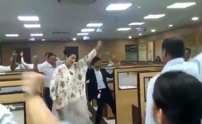 Welspun CEO Dipali Goenka Dance Video Viral - Sakshi