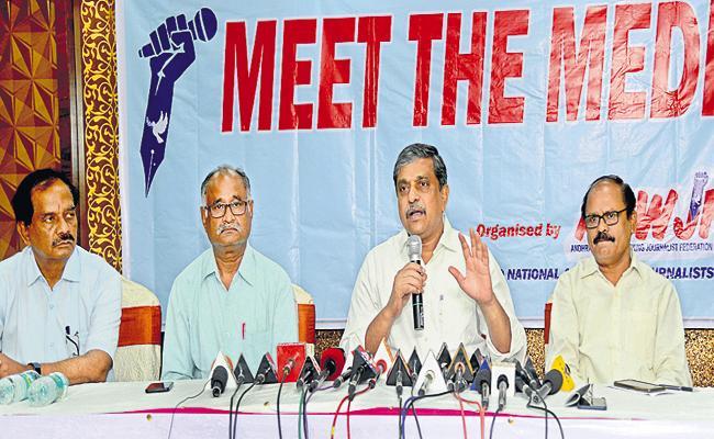 Sajjala Ramakrishna Reddy Comments On Decentralization - Sakshi