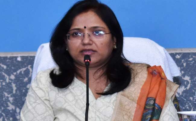 Adilabad Collector Sri Devasena Received World Women Leadership Award - Sakshi
