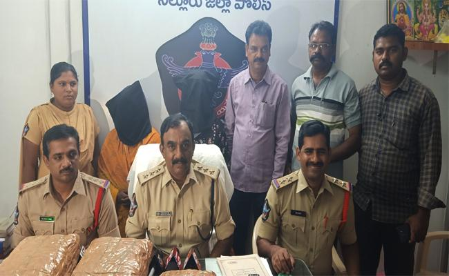 Marijuana Smuggling in Prakasam From Paderu to Tamil nadu - Sakshi