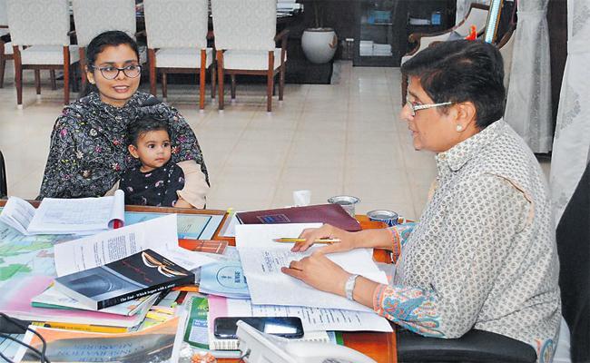 Kiran Bedi Allows Woman Officer Child In Official Meeting Puducherry - Sakshi