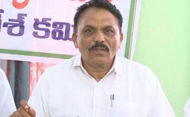 V Laxman Reddy Slams on Chandrababu Naidu Over Alcohol Ban  - Sakshi