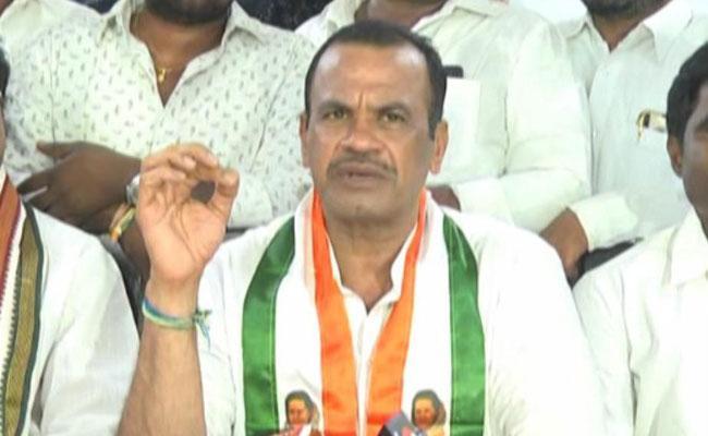 MP Komatireddy Venkat Reddy Comments On KCR - Sakshi