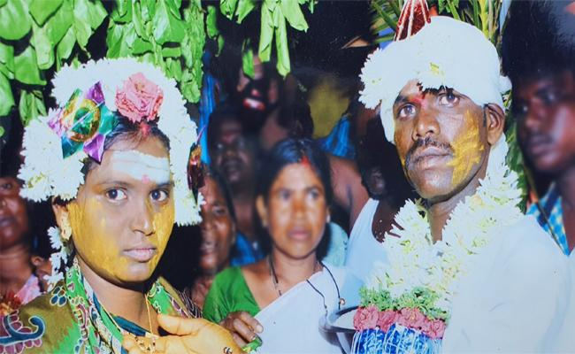 Husband Killed Wife And Commits Suicide in Anantapur - Sakshi