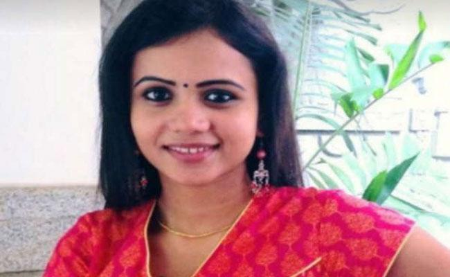Cooker Exploded In A TV Anchor House In Chennai - Sakshi