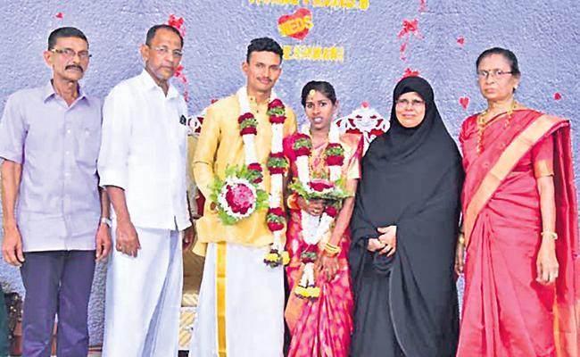 Muslim Family Kerala Woman Rajeswari Marriage Story - Sakshi