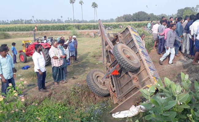 Road Accident Occurred In Vemuru of Guntur District - Sakshi