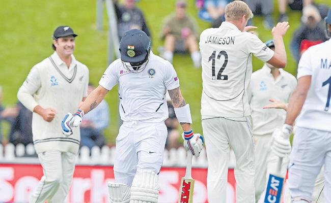 New Zealand Set India For 122/5 In First Test - Sakshi