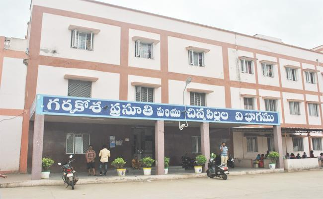 Mother And Child Deaths in Machilipatnam Hospital - Sakshi