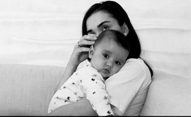 Amy Jackson Shares Her Son Adorable Black And White Photo - Sakshi