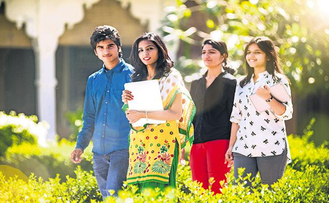Jagananna Vasathi Deevena Benefits for above 11 lakh students - Sakshi