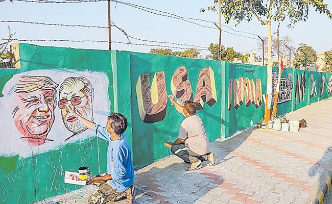 Why Narendra Modi Make Walls In Ahmedabad - Sakshi