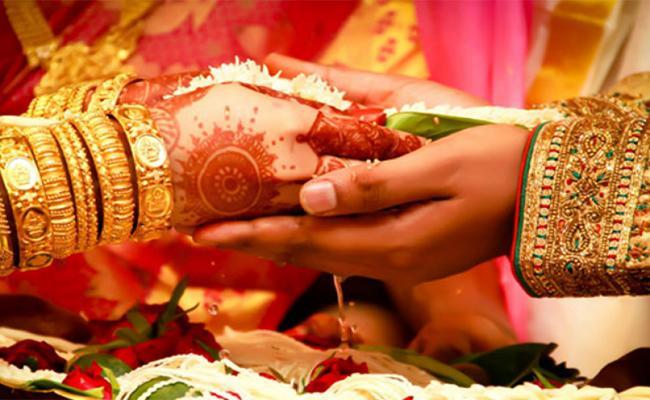 YSR Pelli kanuka Scheme Money Hikes CM YS Jagan Mohan Reddy - Sakshi