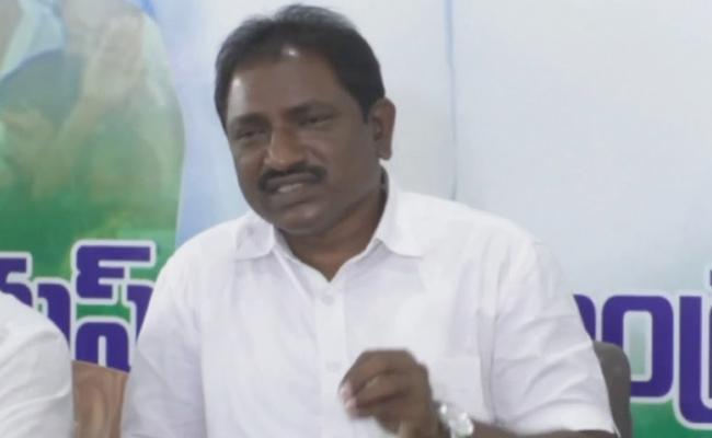 Madiga Corporation Chairman Kommuri kanaka rao fires on chandrababu - Sakshi