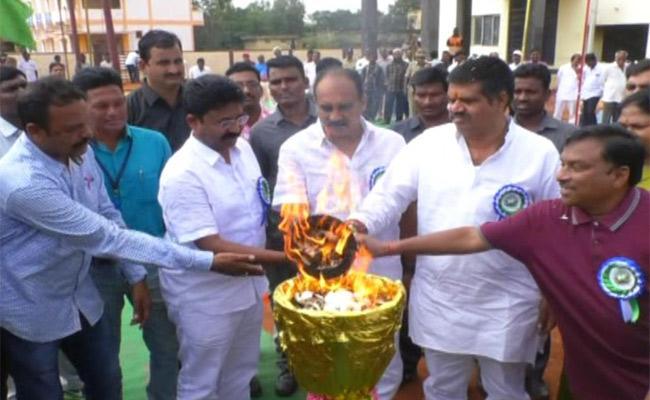 CM Cup Sports Event Started In Prakasam - Sakshi
