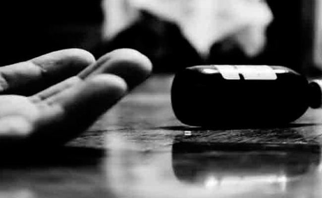 Lovers Suicide Attempt At Bhuvanagiri Gutta - Sakshi