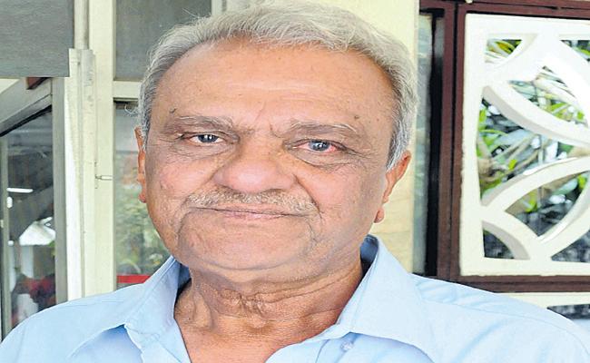 CPI Leader Narayana Comments On Donald Trump India Visit - Sakshi