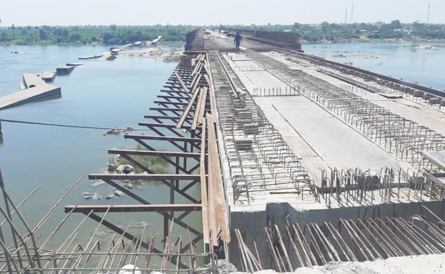 Nagaladinne Bridge Constructions Slow Down on Tungabhadra River - Sakshi