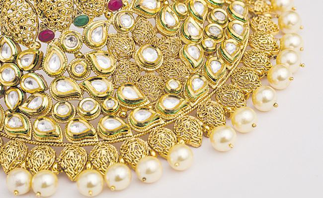 Gold Price Crosses 44 Thousand - Sakshi