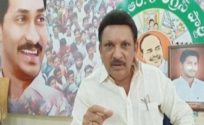 Grandi Srinivas Slams On TDP Leaders Over Nandigama Suresh Incident - Sakshi