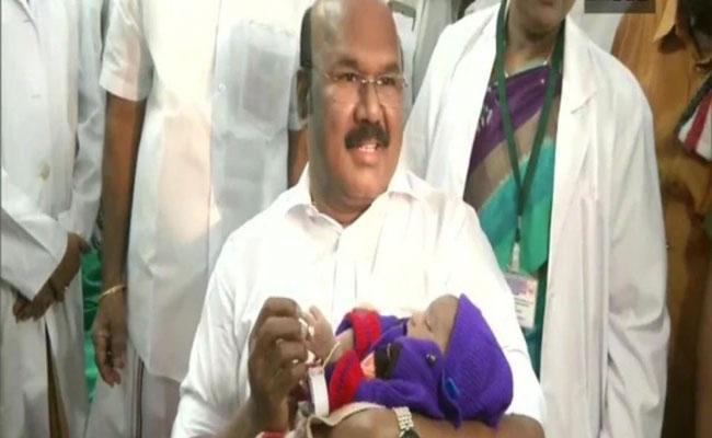 Tamil Nadu Minister Gifts Gold Rings To Newborns - Sakshi