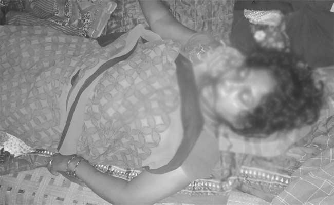Husband Killed His Wife Over Extra Marital Relationship - Sakshi