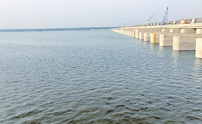 Medigadda Barrage Will Empty With In One Week - Sakshi