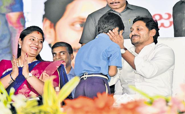 CM YS Jagan Mohan Reddy Comments In inauguration Of Jagananna Vasathi Deevena Scheme - Sakshi