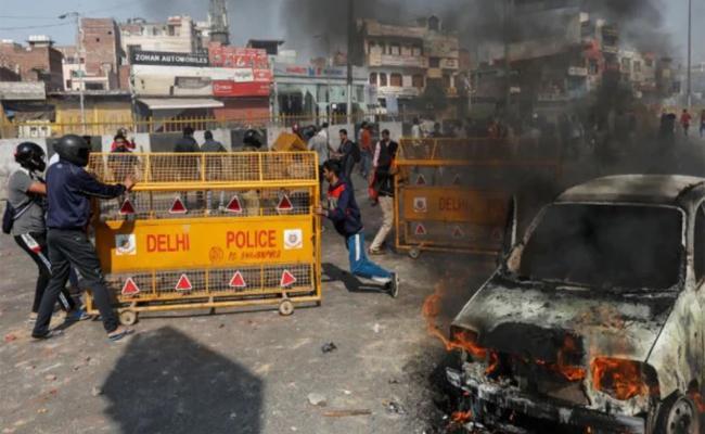 BJP Councillor Saves Muslim Family In Yamuna Vihar - Sakshi