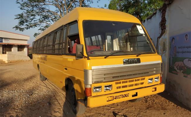 School Student Died in Private School Bus Accident Anantapur - Sakshi