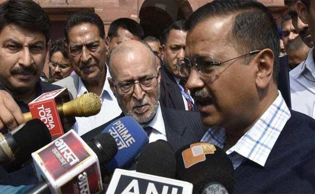 Arvind Kejriwal Meet Injured Victims In Delhi Violence At Hospital - Sakshi