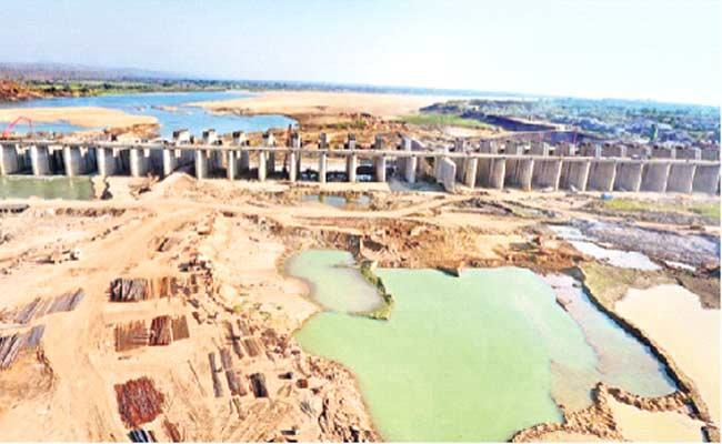 Sammakka Barrage Works In Progress - Sakshi