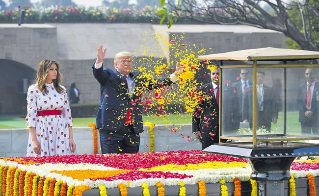Donald Trump pays tribute to Mahatma Gandhi at Sabarmati Ashram - Sakshi